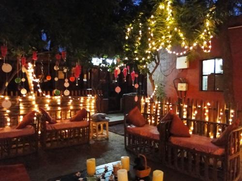 写真:パーティー用に電飾でキラキラ館に大変身