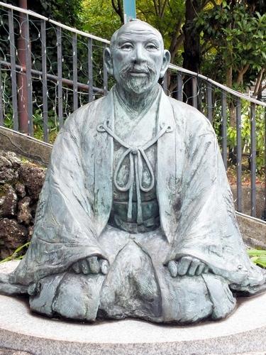写真:有馬温泉の太閤橋の近くにある豊臣秀吉像=神戸市北区