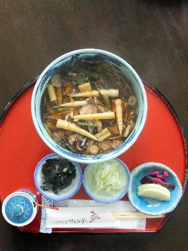 写真:井山名人が注文した山菜そば