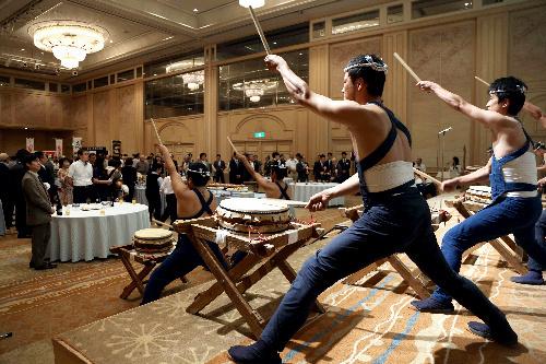 写真:前夜祭で、宮崎青年会議所太鼓同好会の太鼓が演奏された=26日午後、宮崎市、上田幸一撮影