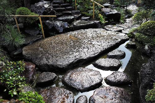 写真:あたみ石亭の本鞍馬石=31日午前、静岡県熱海市、矢木隆晴撮影