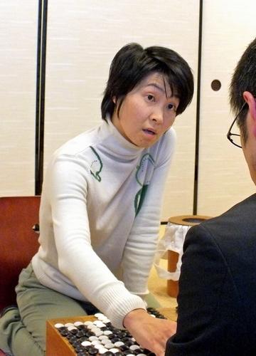写真:女性棋士の最多勝新記録を打ち立てた吉田美香八段=大阪市中央区の関西棋院