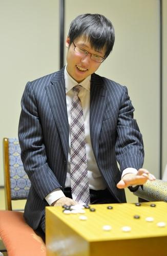 写真:五冠を達成した井山裕太本因坊=11月22日
