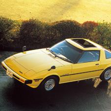 世界の名車<第40回>歴史に残るスポーツカー「マツダ・サバンナRX-7」