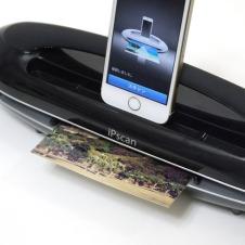 iPhoneと組み合わせればスキャナーに デスクライトや充電機能も