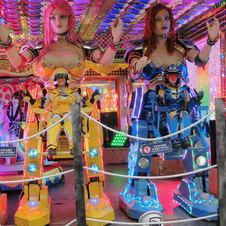 歌舞伎町に吹き荒れるロボット旋風に、外国人が大興奮!