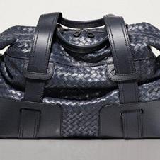 ロゴではなく熟練技で主張するバッグ 「ボッテガ・ヴェネタ」
