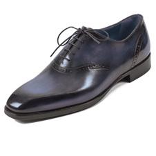 手作業で塗る独特の色合い 「ベルルッティ」の靴