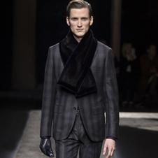 スタイリッシュで着心地も軽やかな「ブリオーニ」のスーツ