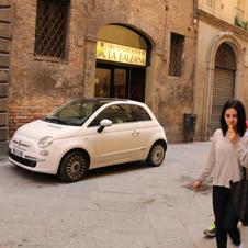 〈イタリアの商店〉中世の面影を残す「自動車教習所」