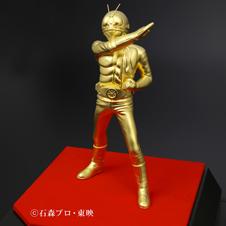純金製仮面ライダー新1号を販売 変身ポーズを再現