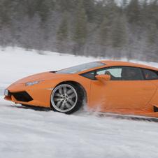 世界の名車<特別編>雪上でもスーパーな「ランボルギーニ・ウラカン」
