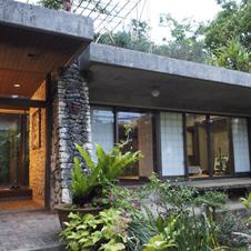 まざりあうことのめまい「建築楽園、沖縄」