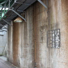 明治時代の舶来品であるドイツ製架線柱が並ぶ水道橋駅