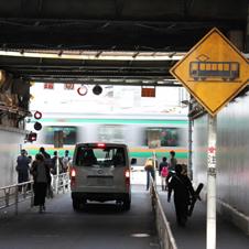 代々木駅前の二つの踏切は都心有数のグッ鉄ポイント
