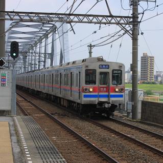 菖蒲園が広がる牧歌的景勝地・江戸川駅