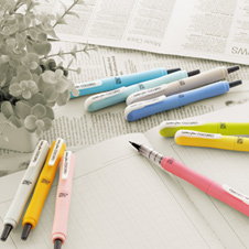 カラフルな筆ペン風サインペン