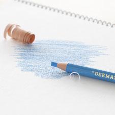 皮をむくように芯を出す色鉛筆