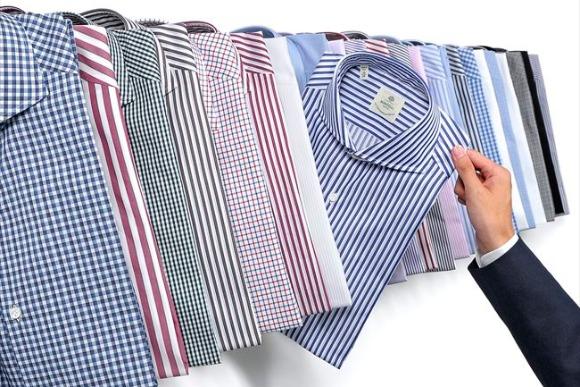 スーツのVゾーンを演出する「ルイジボレッリ」のシャツ