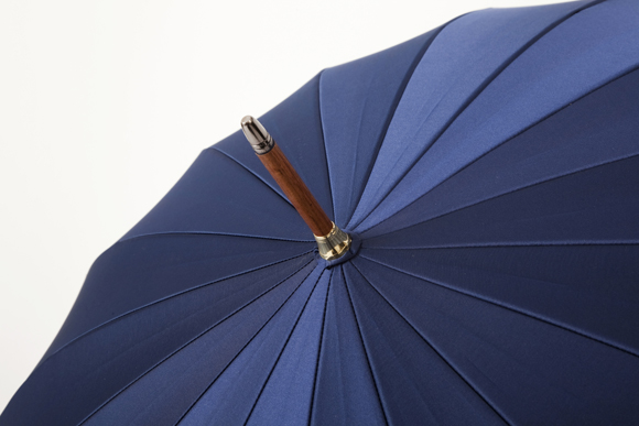 匠の技が光る「前原光榮商店」の傘