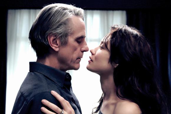 ハイテク恋文が歳の差を埋める学者と教え子の純愛映画