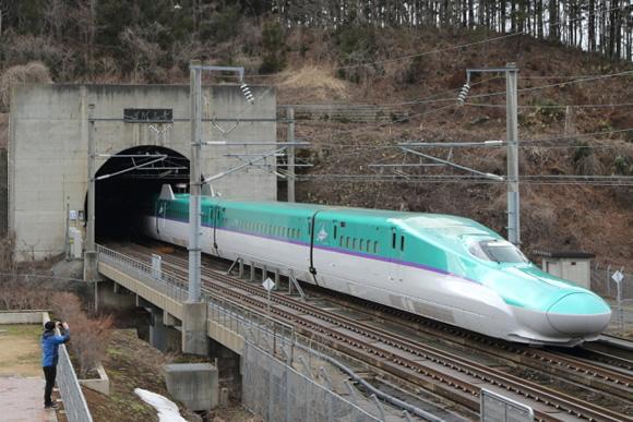 北海道新幹線開業で役割を変えた青函トンネル