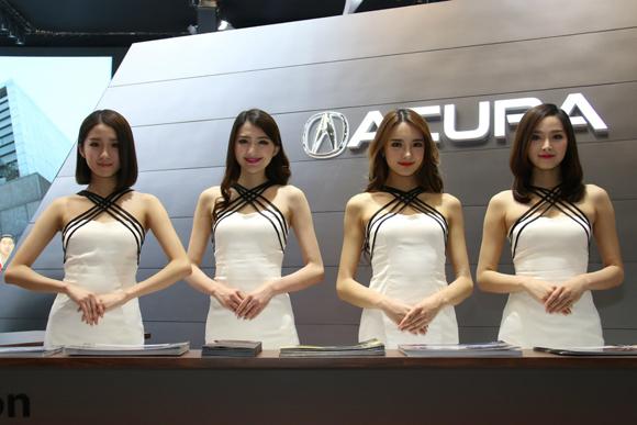 北京国際モーターショー2016を彩ったコンパニオンたち