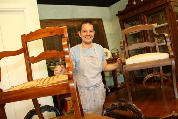 家具の命を美しく延ばす「家具修復工房」