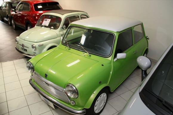 月間163台の販売記録を誇る「自動車販売店」
