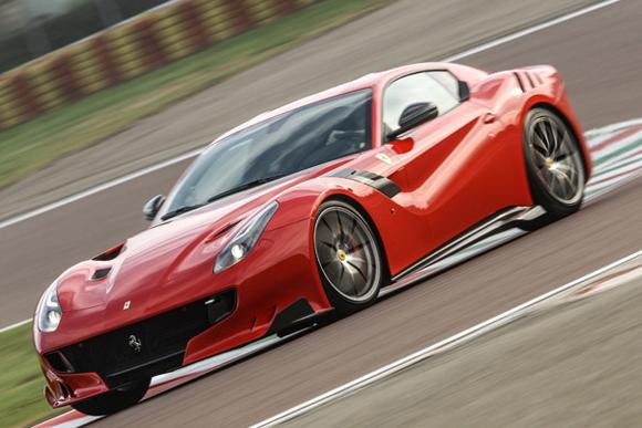799台限定の高性能モデル「フェラーリF12tdf」に試乗