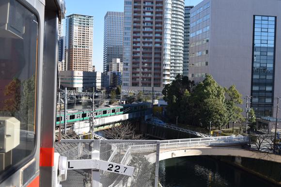 五反田駅<2> 東急池上線は木造駅舎で目黒川の流れも一望