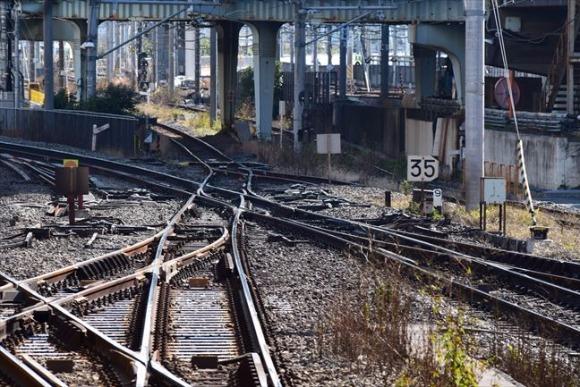 大崎駅 山手線の重要拠点、周辺で新幹線の走りを眺めるのも楽しい