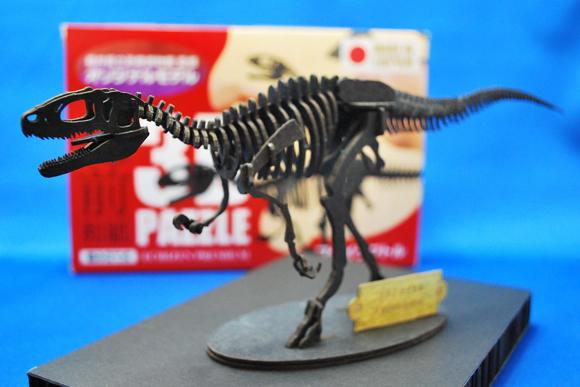 紙製3Dパズルで恐竜の骨格を復元