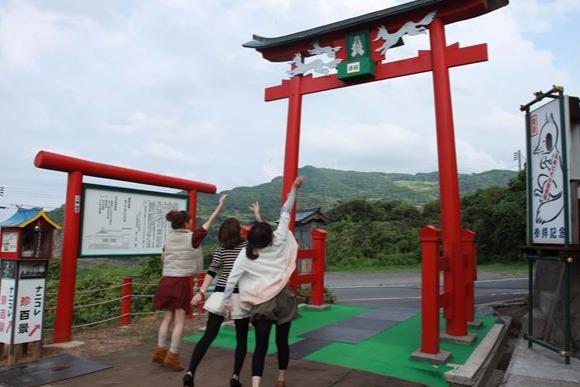 キツネのお告げのおかげ? 外国人が注目する山口の「絶景神社」
