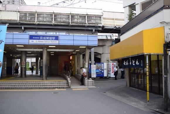 双子のような関屋駅と牛田駅 近くのガードはどれも個性的