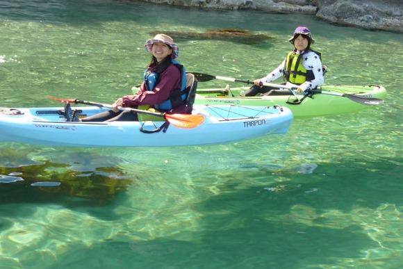 そそり立つ断崖にカヌーで接近 地球の歴史を感じる冒険ツアー