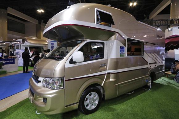 思わず二度見の中国製コピーキャンプ車