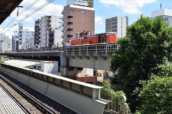 亀戸駅 総武線ホームから非電化の貨物線路を眺める