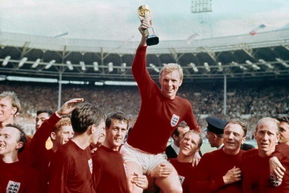 栄冠を運ぶ、英国史上最高の統率者『ボビー・ムーア』