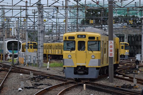 上石神井駅 延々と続く留置線を線路沿いに追う