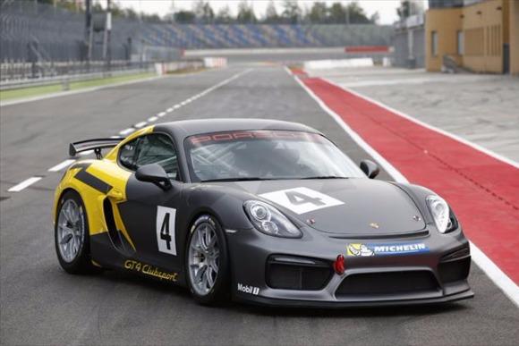 ドイツのサーキットで「ケイマンGT4クラブスポーツ」