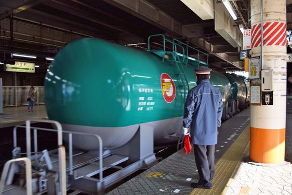 八王子駅 貨物機関車の臨場感が味わえる中央線の要衝駅