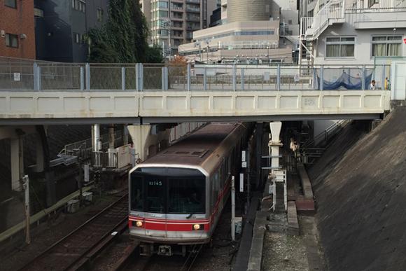 茗荷谷・後楽園駅 地下鉄の跨線橋と高架で実感する凸凹地形