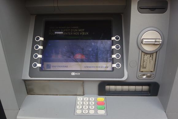 勇気を振り絞って行くフランスの銀行