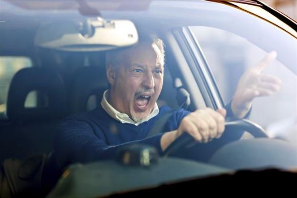 車を運転中にイライラしやすいのはなぜ?