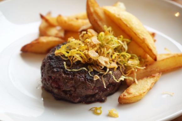 <7>甘い色香が誘う、熟成肉のハンバーグ/ル・セヴェロ・ジャポン
