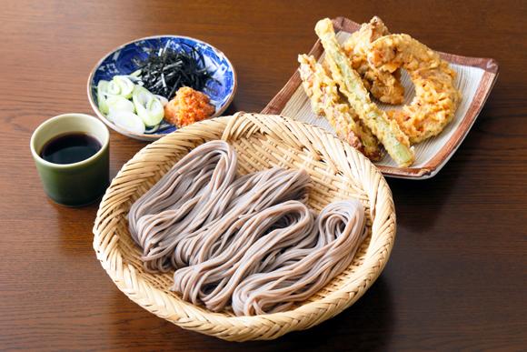 そば弁当でクラスの人気者に 天ぷらとおつゆ付き 岸谷香さん