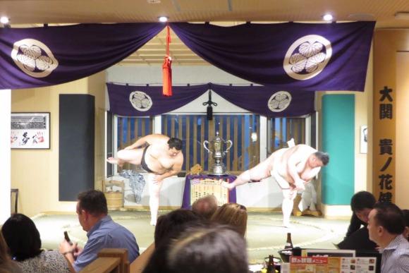 相撲好きにはたまらない 取組を見ながらちゃんこがつつける店