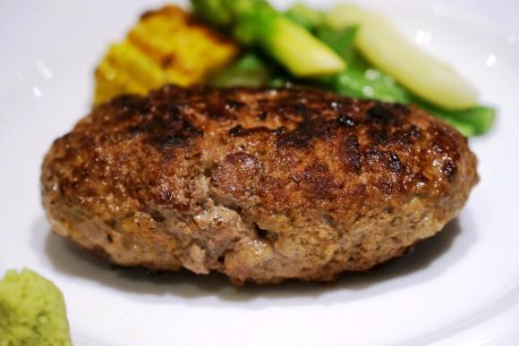 <15>肉肉しいハンバーグを嚙む喜び/旬香亭