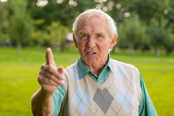 高齢になると怒りがコントロールできなくなる?